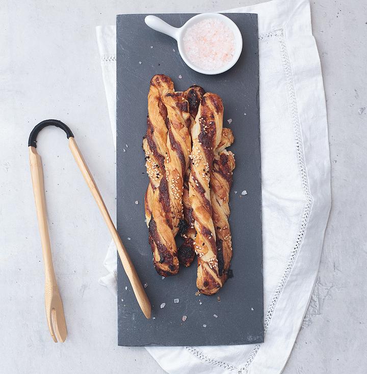Tahini-Knusperstangen mit Honig und Sesam