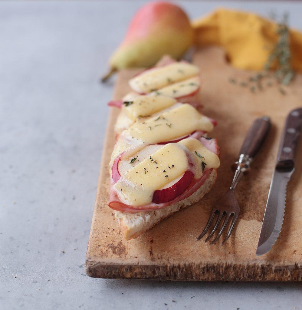 Croque mit Schinken, Apfel und Käse