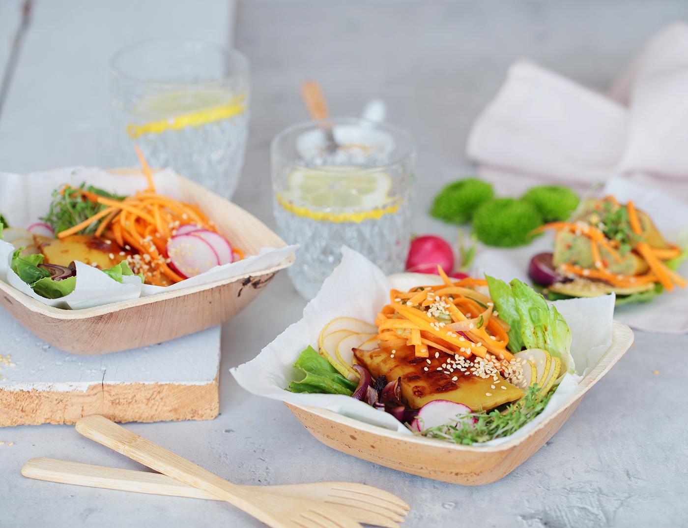 Maultaschen mit Karotten Kimchi in Salat-Wraps