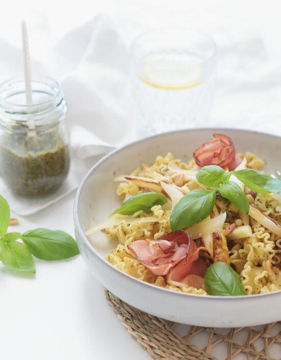 Spargel mit Pesto und Pasta